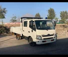 Camion Hino Dutro 300 doble cabina