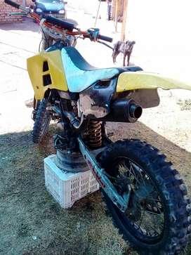 Vendo Husqvarna 650cc Falta Carburador