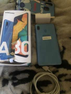Samsung a30 libre de todo nuevito en caja impecable