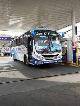 vendo Bus Hino AK8 año 2012 en excelente estado con acciones y derecho en 105.000