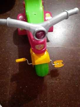 Triciclo nuevo LE FALTA UNA RUEDA TRASERA $1500 asi como esta