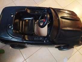 Auto a pedales color negro usado