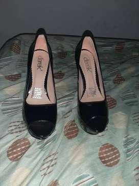 Zapatos derek talla 38 una postura