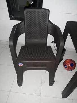 Silla rimax con sus sillas nueva 8 días de uso con su caja
