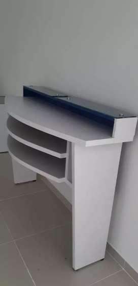 Se vende mesa auxiliar para oficina
