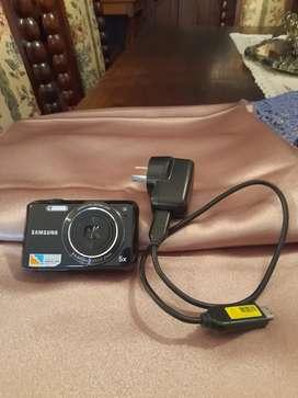 Vendo cámara Samsung Zoom Lens. 4.9-24.5mm 1:35-5,9 27mm. 5X