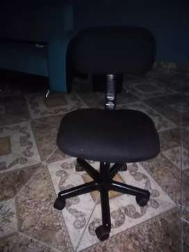 Se vende silla auxiliar para manicurista o escritorio