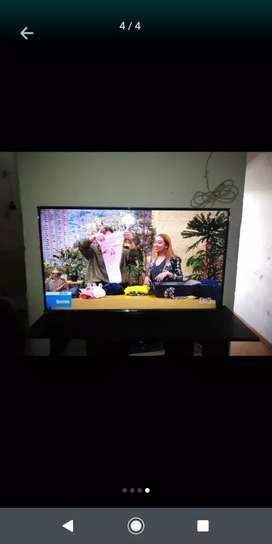 Vendo Smart tv de 40 pulgadas lo entrego con la base de poner en la pared