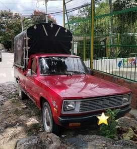 MAZDA B1600 MODELO 1983 COLOR ROJO EN BUEN ESTADO