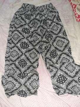 Pantalón de fibrana y remera de seda fria talle 4