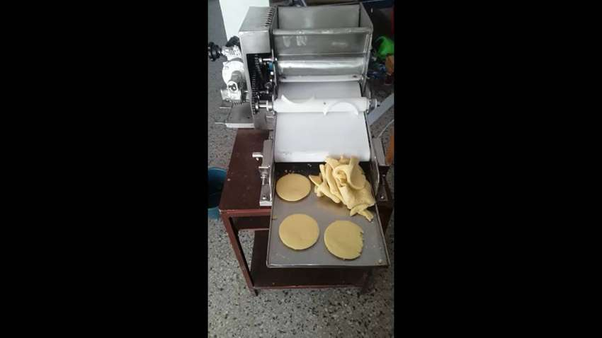 Maquina moldeadora de arepas 0