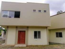 Casa en venta en urbanizacion en Milagro