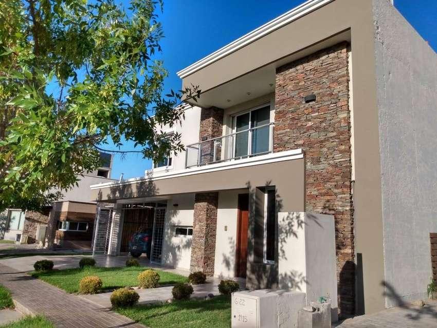 Casa 270 m2. Barrio Viñas del Torreón 0