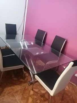Muebles mesa y dormitorio