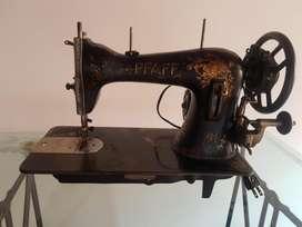 Vendo Maquina Antigua de Coser
