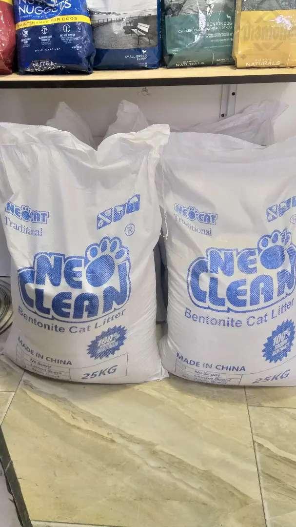 Arena sanitaria para gatos bentonita por 25 kg 0