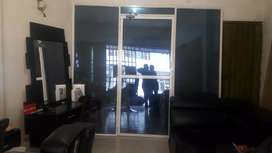 se vende puerta en vidrio