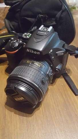 Nikon D5500 con lente 18-55mm como nueva