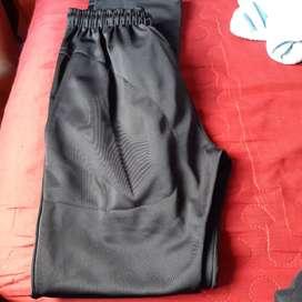 Vendo pantalones de acetato talle 12 para nene de ocho años