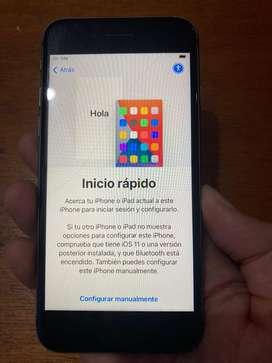 Se vende Iphone 8 de 64 Gb. Tiene el vidrio trasero dañado y en vidrio delantento con una leve linea,