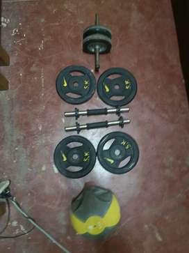 Mancuernas + 4 discos de 5kg + rueda abdominal + pelota medicinal de 4kg