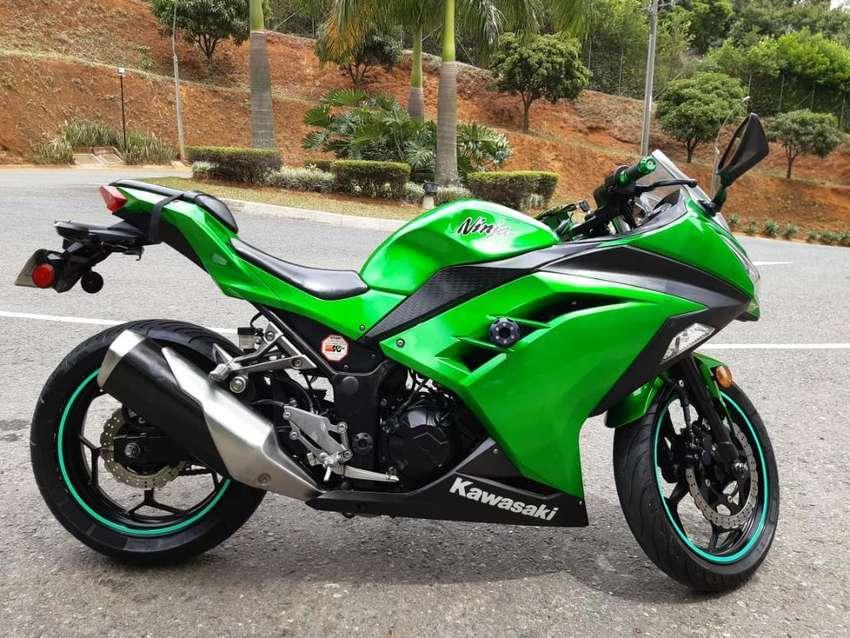 Hermosa Kawasaki Ninja Ex300 0