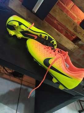 Nike magista