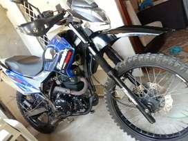 VENDO MOTO THUNDER CILINDRAJE 250