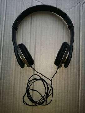 Audífonos alámbricos