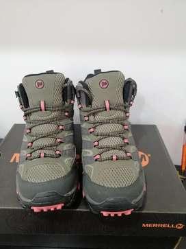 Se vende botas de senderismo marca Merrell