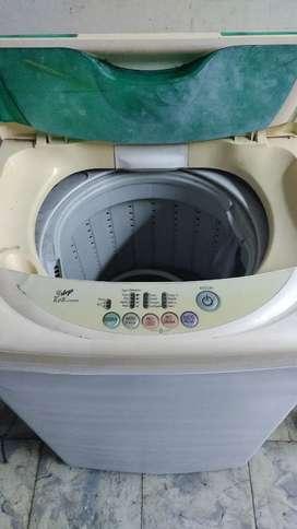 Lavadora LG pequeña usada  fea pero funcionando bien