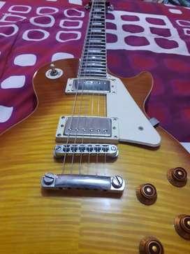 Se vende guitarra electrica les paul standar pro