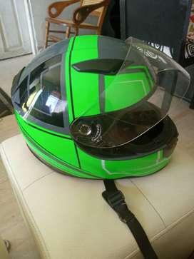 Casco verde con negro negosible