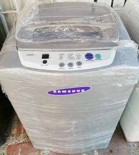 Samsung de 20 libras.  Aceptamos tu lavadora usada como parte de pago