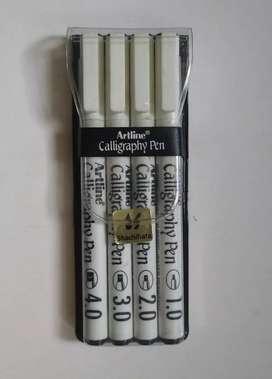 Set de  bolígrafos de Caligrafía 4 Tamaños Surtidos Artline