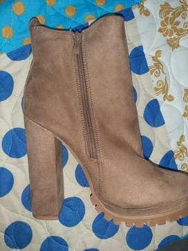 Vendo botas nuevas numero 37