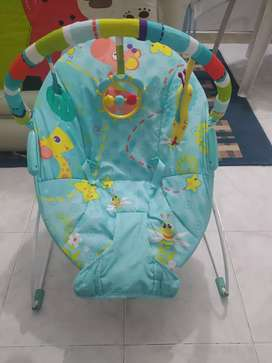 Sillita mesedora para bebé con vibración relajante