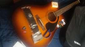 Guitarra YAMAHA acústica F110