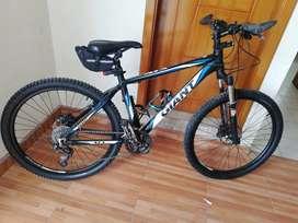 Vendo bicicleta de montaña giant atx rin 26