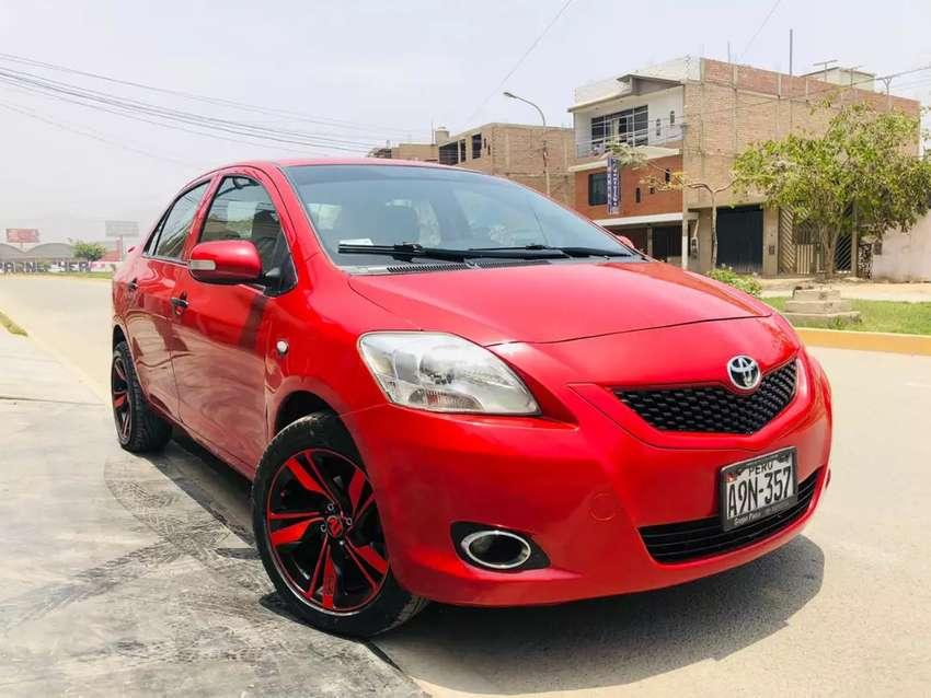 Toyota Yaris versión full 0