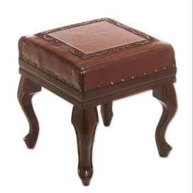 Taburete artesanal de madera y cuero