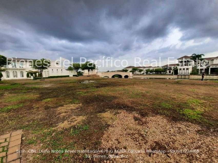 VENTA Terreno en Urbanización Lagos del Batan Samborondon 945 m² 0
