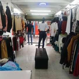 Se vende almacen de ropa y maquillaje