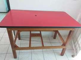 Se vende mesa en madera de cedro