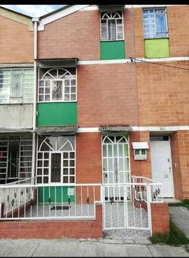 Vendo casa en Soacha conjunto residencial a pocos metros del centro comercial mercurio