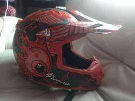 Vendo  casco strong en tipo Cross en perfecto estado un mes de comprado