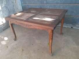 Mesa con 6 sillas estilo español,ideal para recuperar y vender