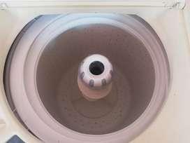 Vendo lavadora de carga maxima, 32 libras