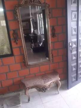 Mesas y espejos de sala. Consolas