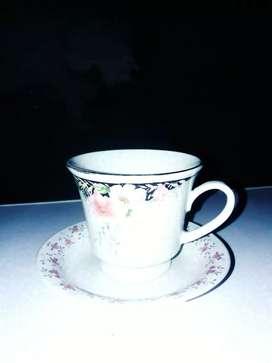 Taza de cerámica con plato